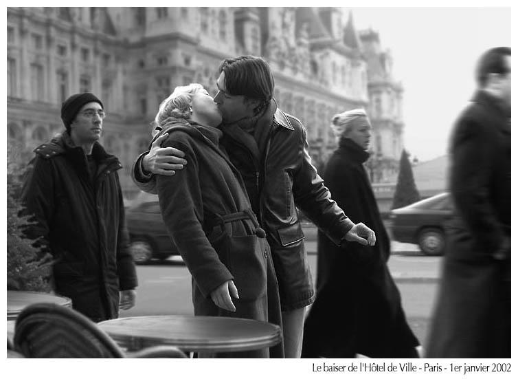 """""""Le Baiser de l'Hôtel de Ville"""", Paris, Janeiro de 2002 (in troude.com/Voeux2002)"""